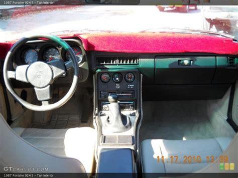 Immerhin spart der kleine porsche kosten und beweist im alltag sein talent. Tan Interior Dashboard for the 1987 Porsche 924 S #40113003 | GTCarLot.com