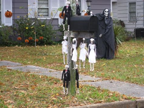 15 Fun And Scary Ideas How To Decorate Your Mailboxes For Halloween Diy Tactical Walls Shelf Home Building Cost Estimator Wooden Bookshelf Plans Built In Walk Closet Easy Juice Recipes Audio Turntable Motor Photo Equipment Digital Bmw E46 Aux Input Cable