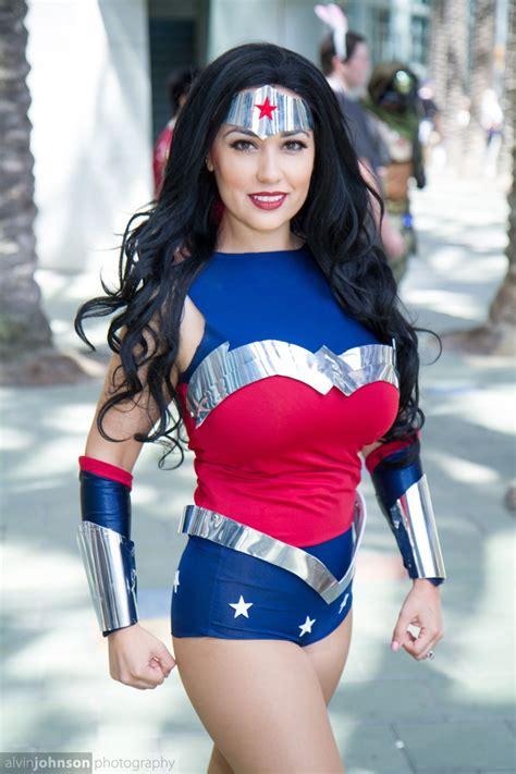 Wonderwoman Wondercon 2015 Cosplayer Jean Gomez