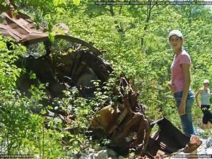 Carcasse De Voiture : anna et une carcasse de voiture gorges de la nesque au sud du lac de monieux juillet 2008 ~ Melissatoandfro.com Idées de Décoration