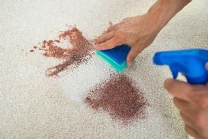 Teppich Mit Rasierschaum Reinigen by Flecken Entfernen Omas Haushaltstipps