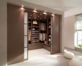 decorer chambre a coucher dressing 12 modèles pour une garde robe organisée