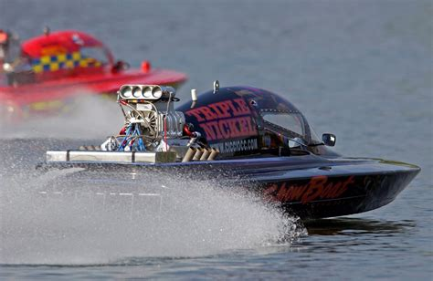 Speed Boat Drag Racing by Racing Speed Boats Engine