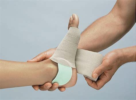 diabetes  swollen feet   ways   md