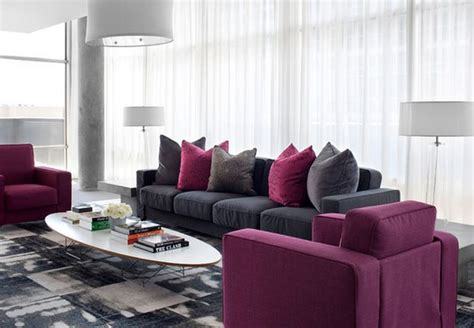 canapé couleur prune prune canapé décoration salon deco maison moderne
