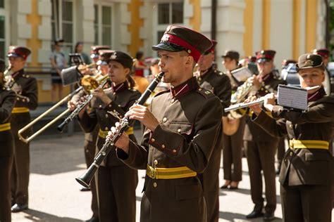 Flickriver: Photoset 'Cēsu kauju atceres pasākumā demonstrē Latvijas un sabiedroto militāro ...