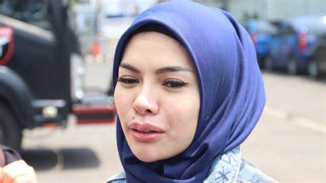 Deretan Artis Cantik Yang Mantap Hijrah