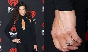 idina menzel debuts engagement ring from fiance aaron lohr With idina menzel wedding ring