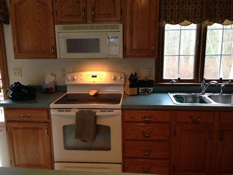 what color countertops go with oak cabinets what color laminate countertop to go with oak cabinets