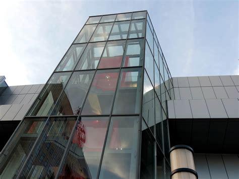 gambar gratis langit biru modern jendela kaca arsitektur bangunan bisnis kantor