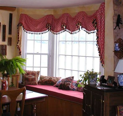 6 Tips in Considering Your Bay Window Treatments