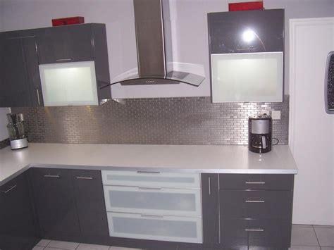 cuisine et gris conseil idée déco cuisine gris et blanc