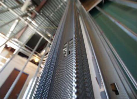 build  outdoor kitchen  metal studs  steps