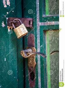 Poignée De Porte Vintage : poign e de cadenas de vintage la porte verte photographie stock image 32286852 ~ Teatrodelosmanantiales.com Idées de Décoration