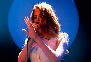 Lana Del Rey Tries to Live Up to Her Glamorous Image at ...