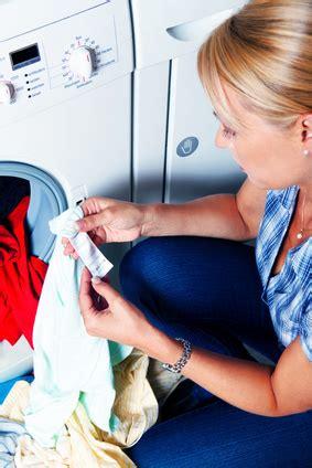 Wie Lange Darf Wäsche In Der Waschmaschine Bleiben by Welche W 228 Sche Darf In Den Trockner Das Etikett Kl 228 Rt Auf