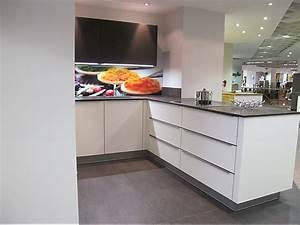 Küchen Mit Glasfront : st rmer k chen musterk che moderne k che mit glasfront ausstellungsk che in baiersbronn von ~ Watch28wear.com Haus und Dekorationen