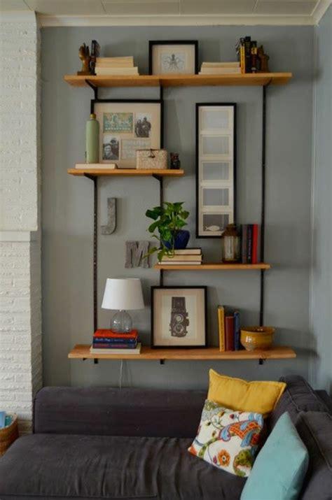 étagère murale wandgestaltung wohnzimmer le salon murs gris d coration