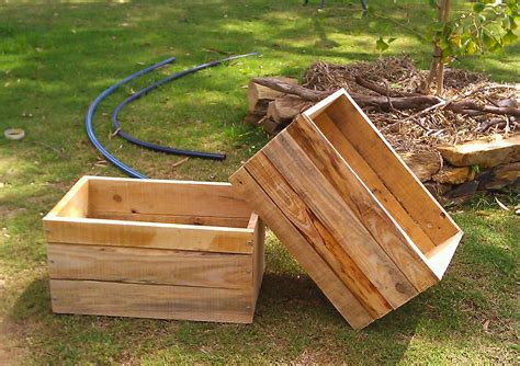Kiste Aus Paletten Bauen by White Recycled Pallet Crates Diy Projects