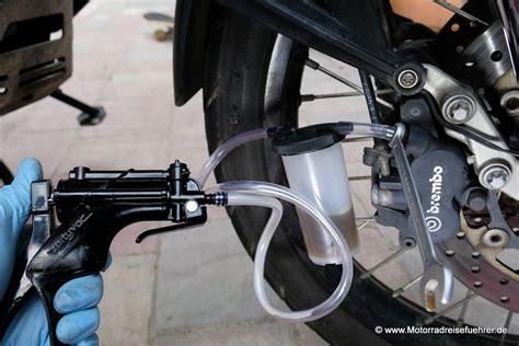motorrad bremse entlüften entl 252 ftungshilfen stahlbus und louis motorradreisefuehrer de rezensionen und tests