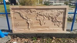 Carte Du Monde En Bois : une carte du monde prise par la nasa sur bois avec badog cnc artisan ~ Teatrodelosmanantiales.com Idées de Décoration