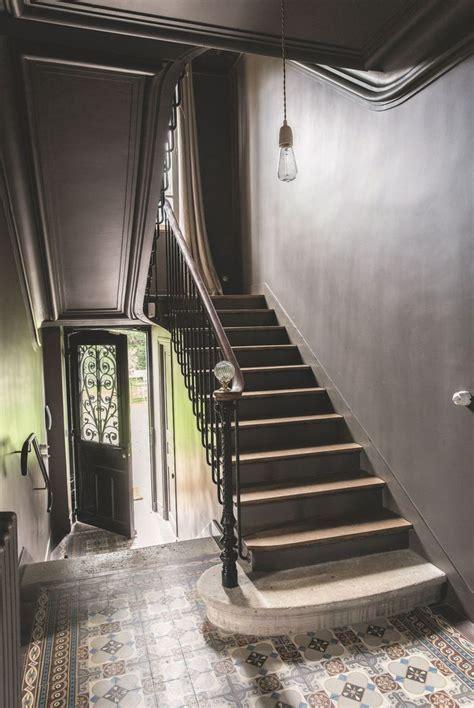une cage descalier gris reglisse decoration pinterest