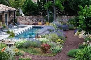 cour interieure avec jardin mediterraneen et piscine With jardin paysager avec piscine 3 idee jardin paysagiste with mediterraneen piscine