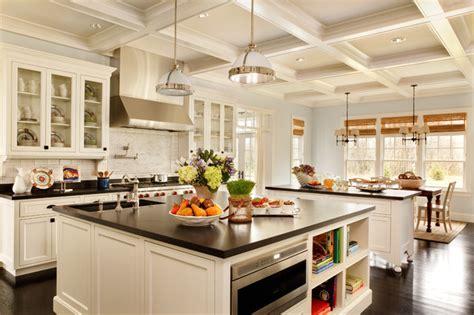Expansive Kitchen Traditionalkitchen