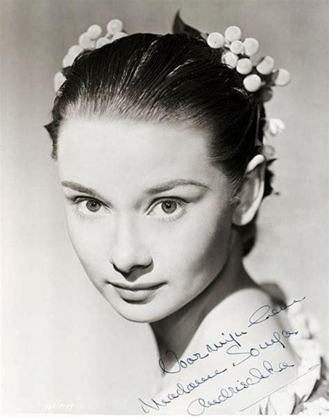 Как повторить макияж Одри Хепберн .