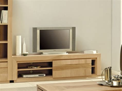 sur le canapé meuble tv symphonie 1 porte et 2 étagères chêne huilé