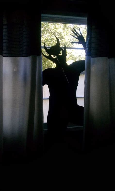 creative halloween window decor ideas digsdigs
