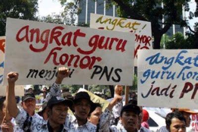 Guru honorer menjadi salah satu penerima subsidi gaji sebesar rp 600.000 selama 4 bulan atau sekitar rp 2,4 juta. Jadi ketika ini mereka yang gagal itulah yang protes ...
