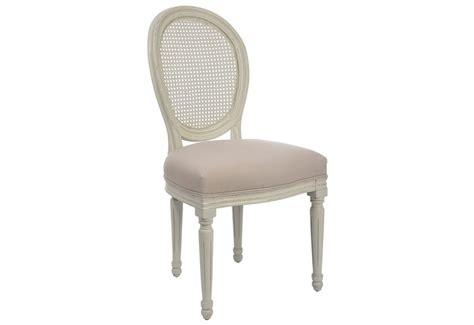 chaise bois et blanc chaise versailles chic en bois blanc et tissus beige