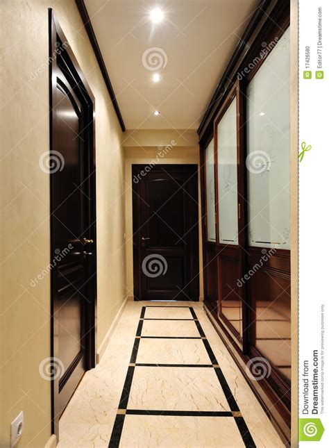 Garde Robe Entrée Maison by Garde Robe De Luxe Sur La Maison D Entr 233 E Photo Stock