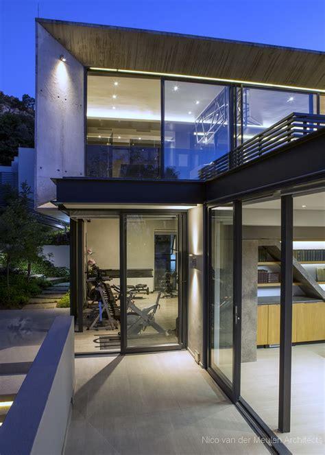 Pretty houses: Stunning modern hillside home ...
