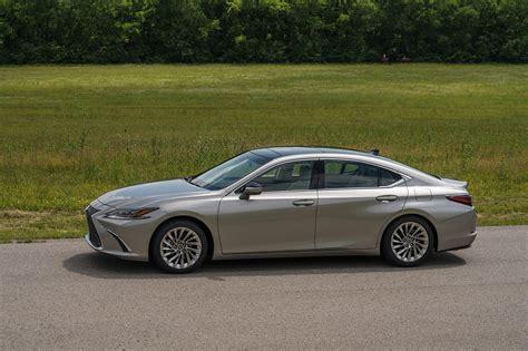 lexus es   drive review automobile magazine