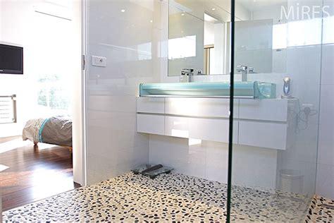 chambre avec salle d eau ouverte chambre avec salle d eau ouverte maison design bahbe com