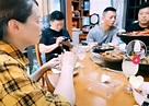 必赞!郭威携妻儿回九江度五一,尽心弥补与父母遗失28年的陪伴!_腾讯新闻