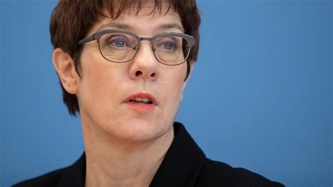 Born 9 august 1962 sometimes referred to by her initials of akk is a german politician serving as minister of defence since july 2019 and former leader of the christian democratic union cdu. Annegret Kramp-Karrenbauer: Bundeswehr-Einsatz in ...
