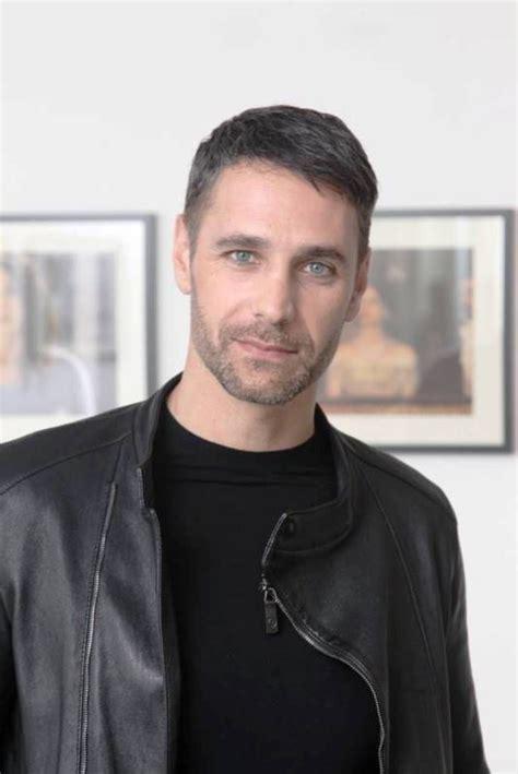 Raoul bova è un attore italiano tra i più amati nel nostro paese perché recita bene e riesce ad interpretare diversi protagonisti. Raoul Bova Spain