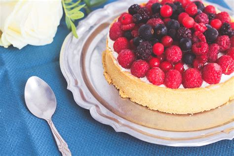 tarte chocolat blanc fruits rouges et chantilly