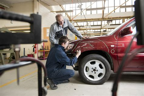 4 Things To Consider While Insuring Your Auto Body Shop