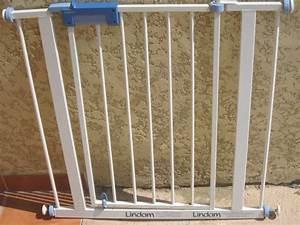 Barrière De Sécurité Pour Escalier : barri re de s curit m tallique ouvrante lindam aukazoo ~ Dailycaller-alerts.com Idées de Décoration