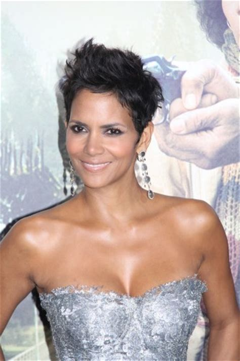 halle berry wows   premiere