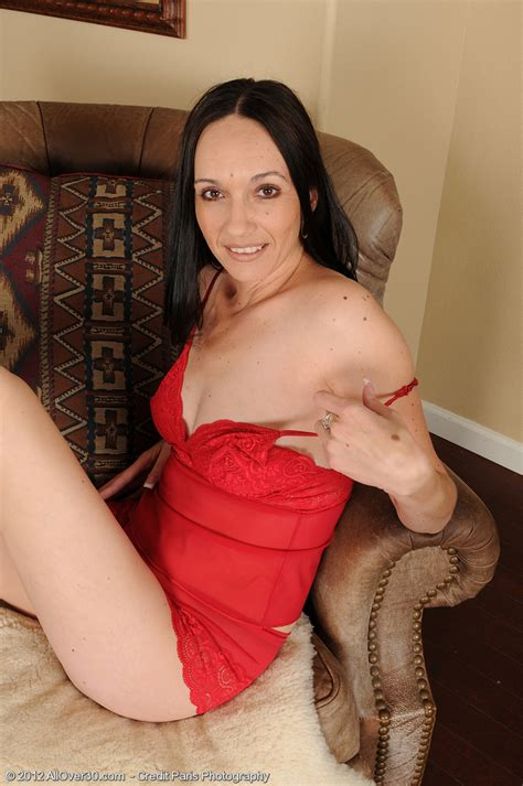 Sexy Mommy Beth M Tease And Get Naked Milf Fox