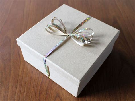 gift wrapping     fancy bow   comb