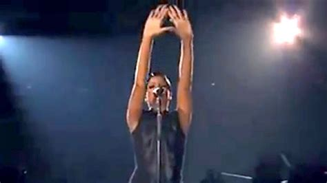 Gli Illuminati Rihanna Did Rihanna Flash Illuminati Signs At American