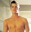 Charlie Carver on keeping his sexuality a secret from mom ...