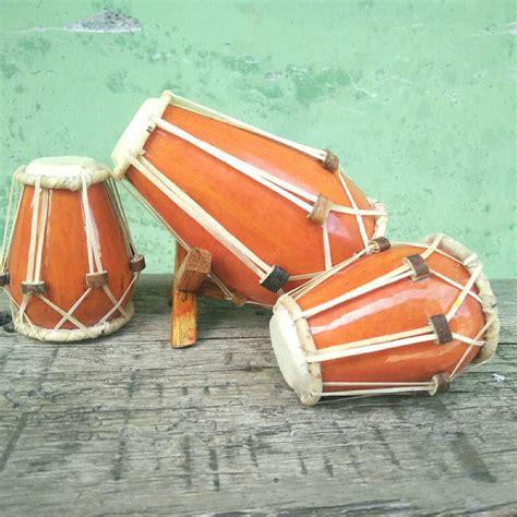 Contoh alat musik gesek disertai gambar dan video. 8 Contoh Alat Musik Ritmis Tradisional | Indozone.id