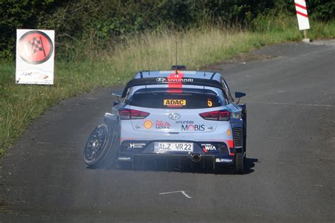 Thierry Neuville Rallye Beinahe Crash by Wrc Thierry Neuville Abandonne En Allemagne Le Mag